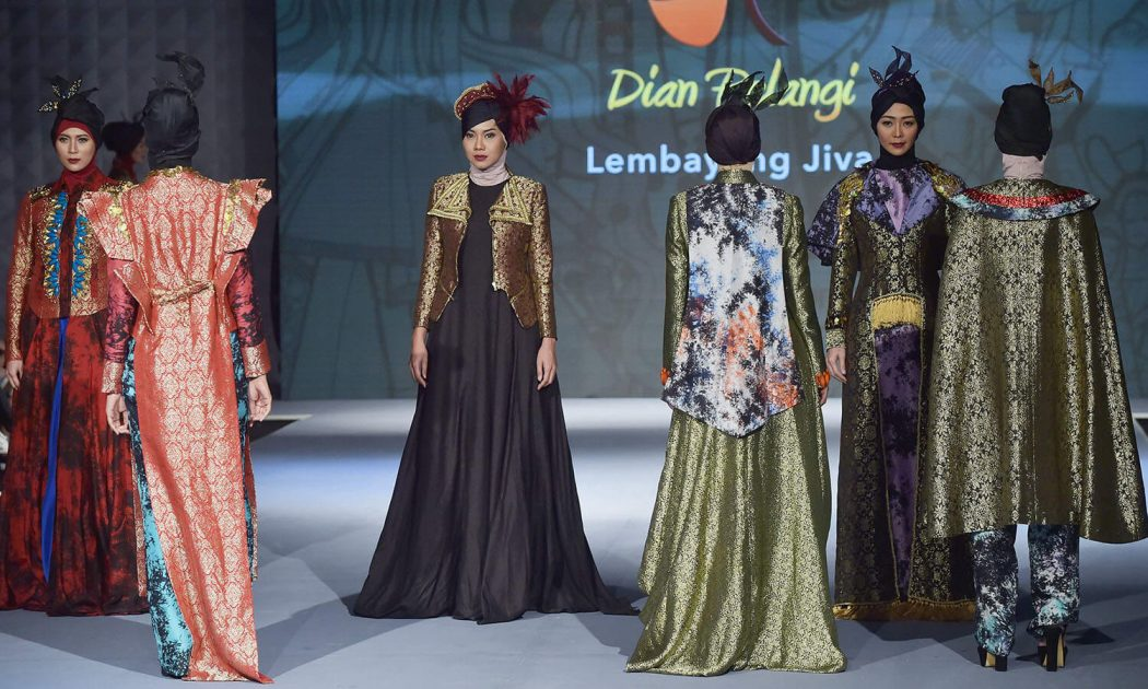 Indonesia Islamic Fashion Festival indonesia islamic fashion festival Indonesia Islamic Fashion Festival 574690236b301