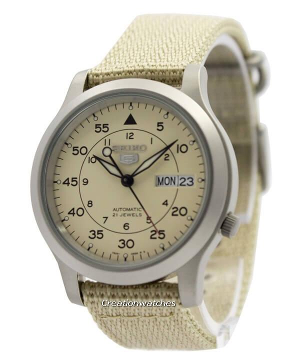 design-seiko-5-on-wrist