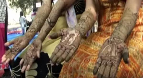 India Nine hundred Girls took me to the Henna